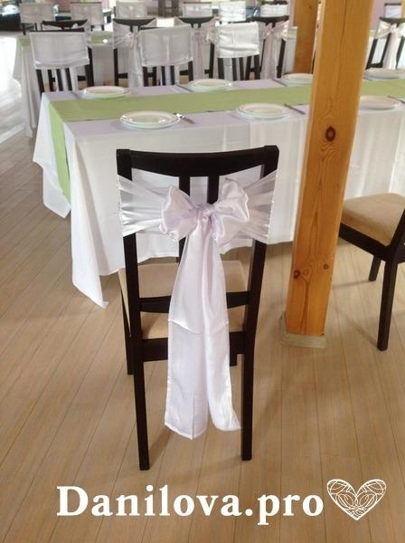 белые банты на стулья