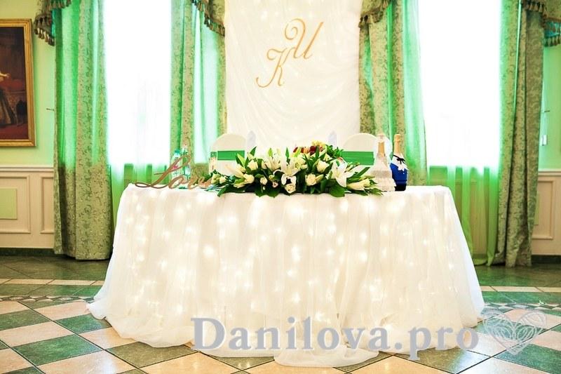 нежное оформление президиума на свадьбу