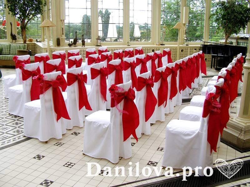оформление стульев на свадьбу красный