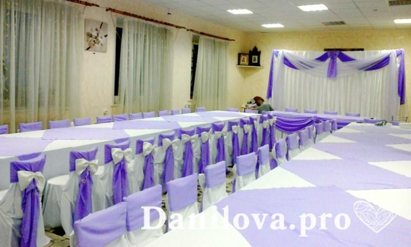 оформление стульев на свадьбу сиреневый