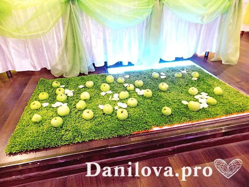 украшение стола молодоженов для яблочной свадьбы