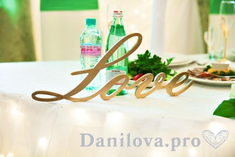 буквы Love для украшения стола на свадьбу