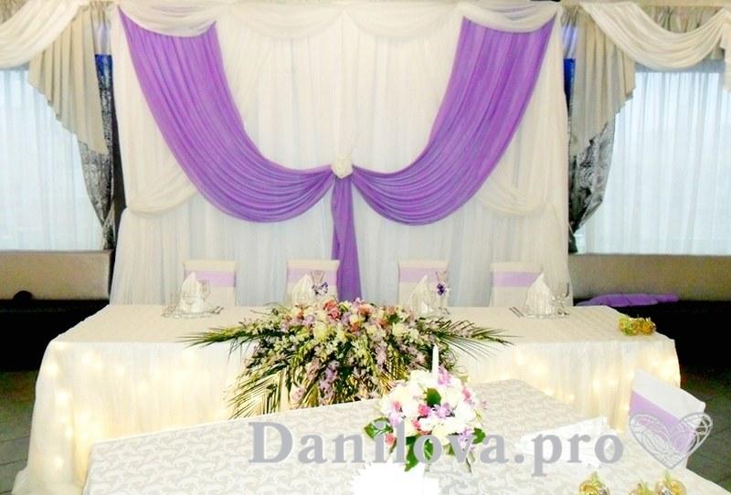 бело-сиреневое оформление задника на свадьбу фото